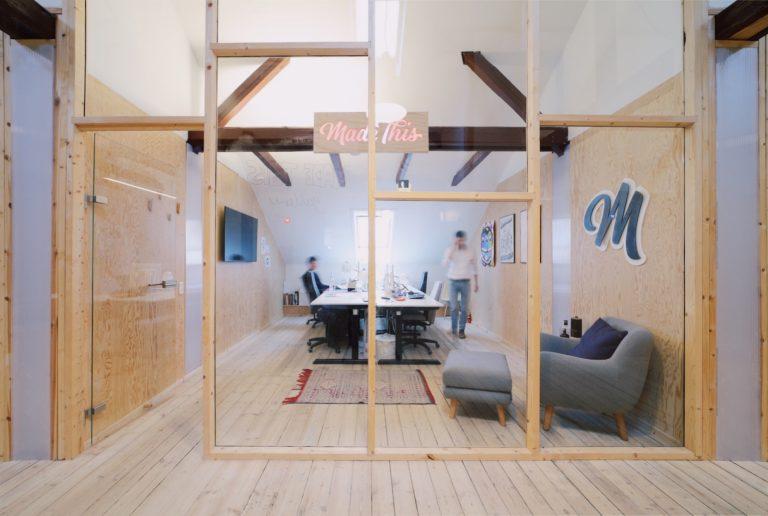 Lukket kontor kontorplads i kontorfællesskab